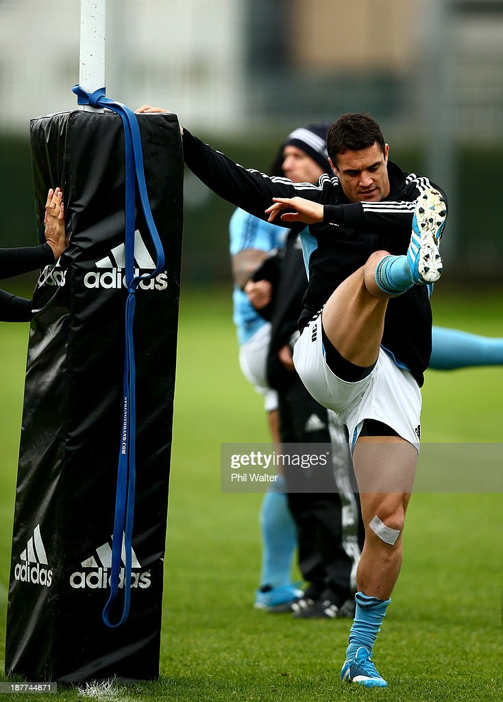 <a gi-track='captionPersonalityLinkClicked' href=/galleries/search?phrase=Dan+Carter+-+Rugby+Player&family=editorial&specificpeople=171299 ng-click='$event.stopPropagation()'>Dan Carter</a> of the All Blacks warms up during a New Zealand All Blacks training session at Latymers Upper School on November 12, 2013 in London, England.