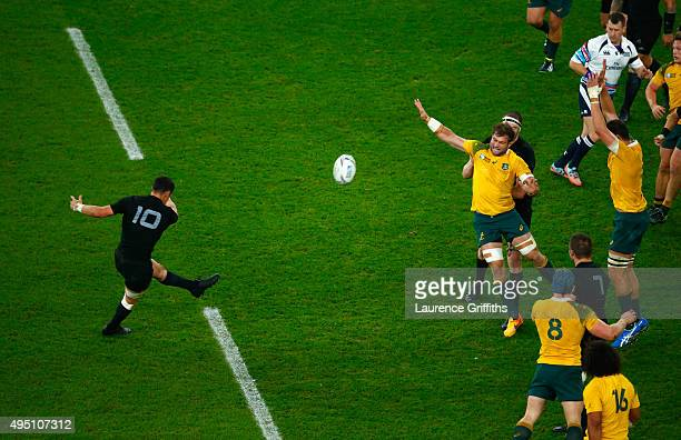 Dan Carter of the New Zealand All Blacks kicks a drop goal to put his side 2417 ahead during the 2015 Rugby World Cup Final match between New Zealand...