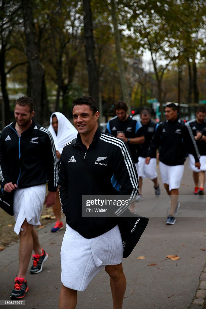 <a gi-track='captionPersonalityLinkClicked' href=/galleries/search?phrase=Dan+Carter+-+Rugby+Player&family=editorial&specificpeople=171299 ng-click='$event.stopPropagation()'>Dan Carter</a> of the New Zealand All Blacks walks back from a pool recovery session on November 4, 2013 in Paris, France.