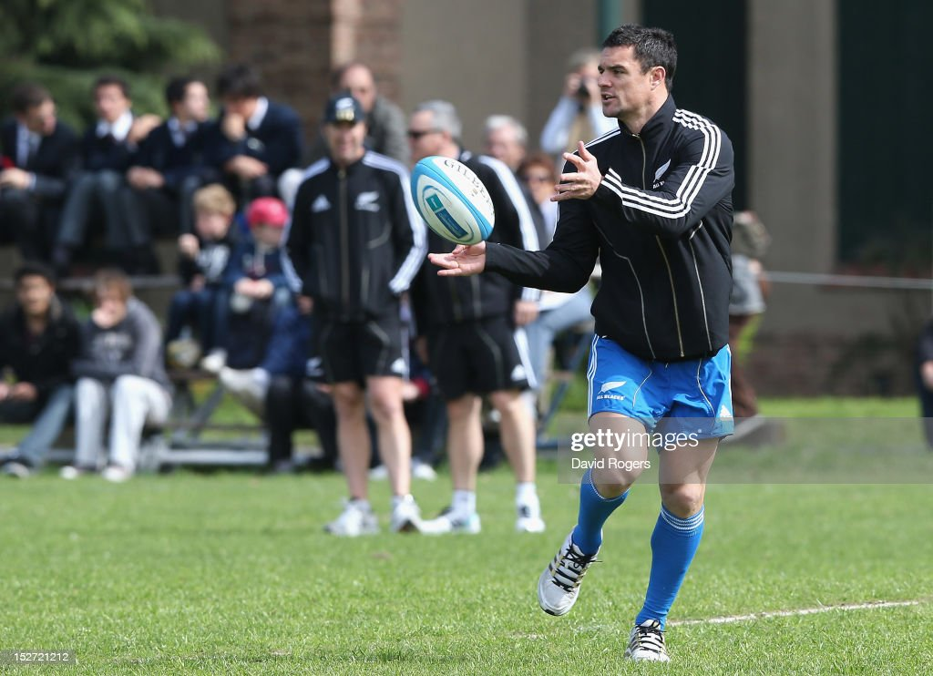 Dan Carter passes the ball during a New Zealand All Blacks training session at Saint George's College on September 24, 2012 in Buenos Aires, Argentina.
