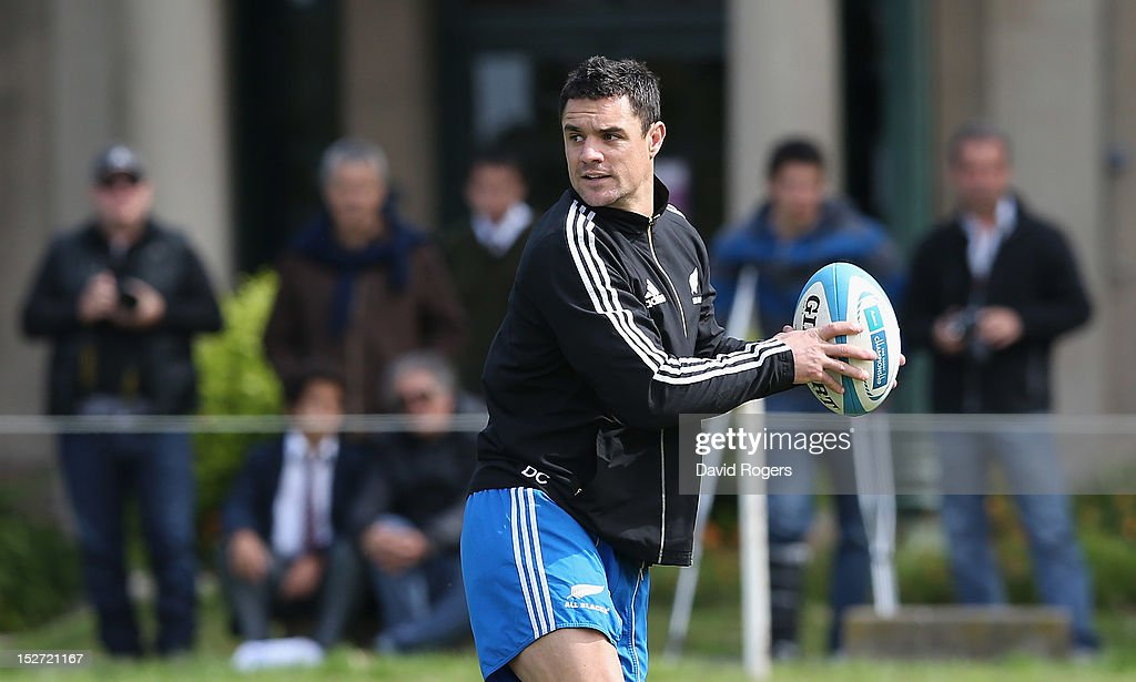Dan Carter runs with the ball during a New Zealand All Blacks training session at Saint George's College on September 24, 2012 in Buenos Aires, Argentina.