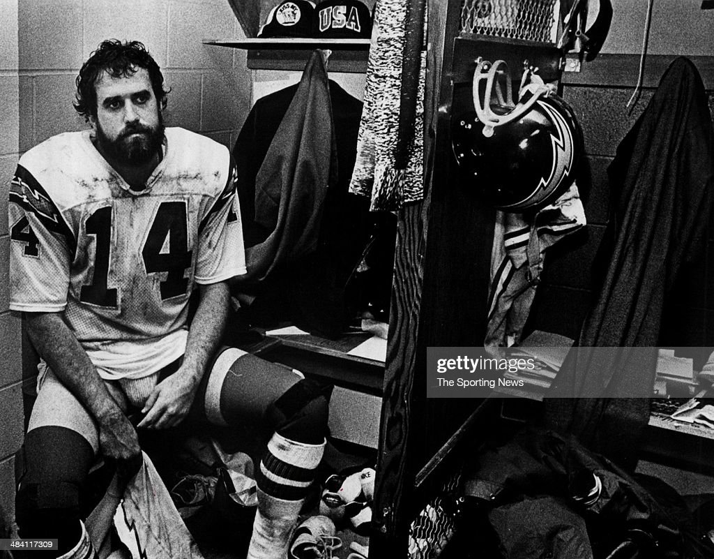 <a gi-track='captionPersonalityLinkClicked' href=/galleries/search?phrase=Dan+Fouts&family=editorial&specificpeople=228594 ng-click='$event.stopPropagation()'>Dan Fouts</a> of the San Diego Chargers sits in the locker room circa 1980s.