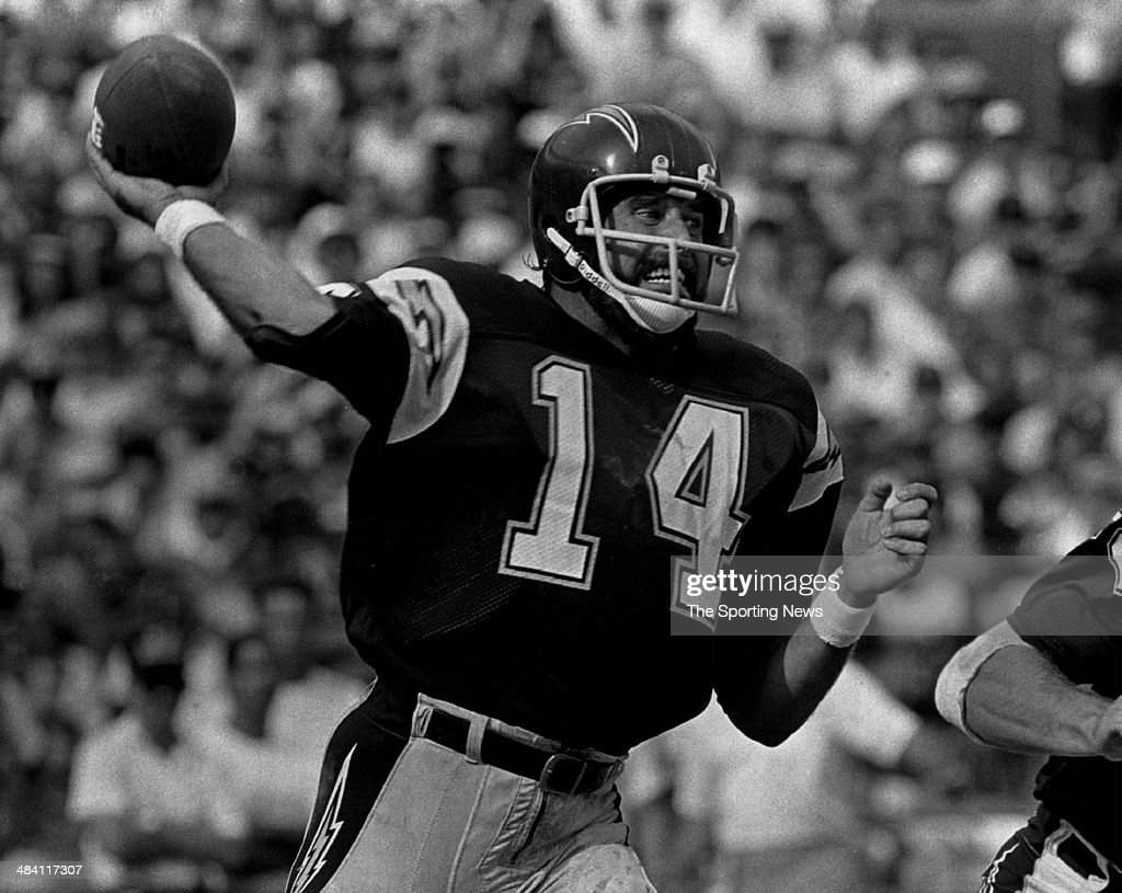 <a gi-track='captionPersonalityLinkClicked' href=/galleries/search?phrase=Dan+Fouts&family=editorial&specificpeople=228594 ng-click='$event.stopPropagation()'>Dan Fouts</a> of the San Diego Chargers throws a pass circa 1980s.