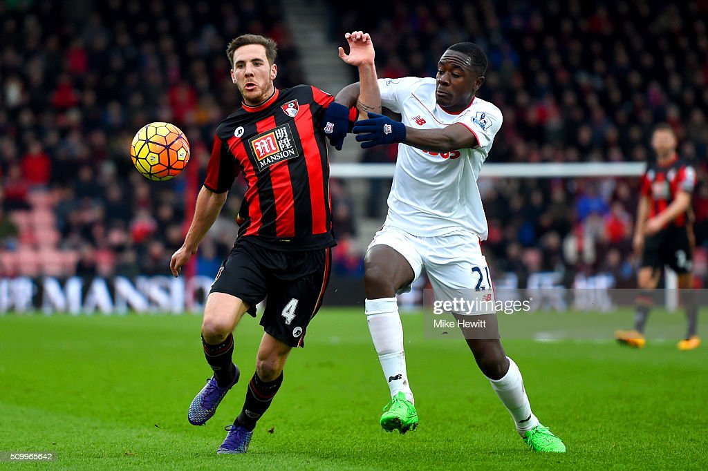 Dan Gosling of Bournemouth and <a gi-track='captionPersonalityLinkClicked' href=/galleries/search?phrase=Giannelli+Imbula&family=editorial&specificpeople=11355911 ng-click='$event.stopPropagation()'>Giannelli Imbula</a> of Stoke City compete for the ball during the Barclays Premier League match between A.F.C. Bournemouth and Stoke City at Vitality Stadium on February 13, 2016 in Bournemouth, England.
