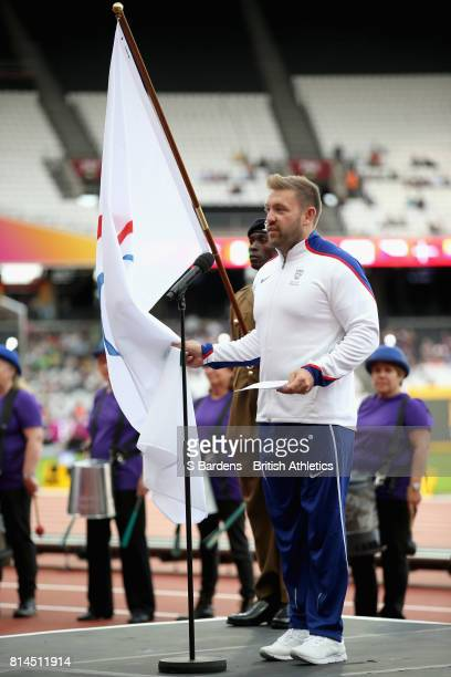Dan Greaves of Great Britain reads the athletes code prior to the during the IPC World ParaAthletics Championships 2017 at London Stadium on July 14...