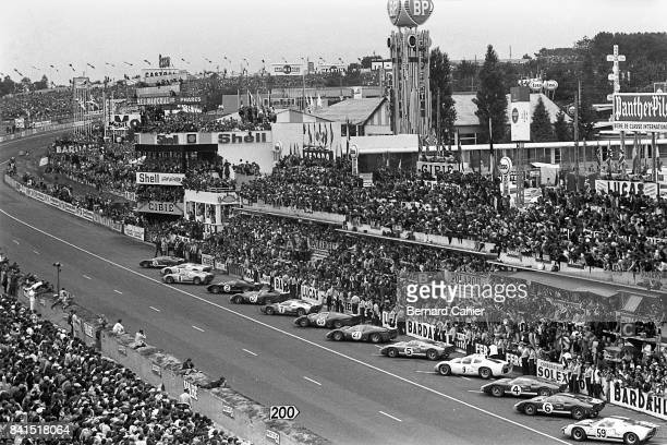 Dan Gurney Ken Miles John Whitmore Bruce McLaren Pedro Rodriguez Ford Mk II Ferrari 365P2/3 24 Hours of Le Mans Le Mans 19 June 1966 The start of the...