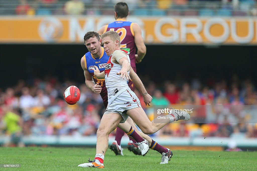 Dan Hanneberry of the Swans kicks the round six AFL match between the Brisbane Lions and the Sydney Swans at The Gabba on May 1, 2016 in Brisbane, Australia.