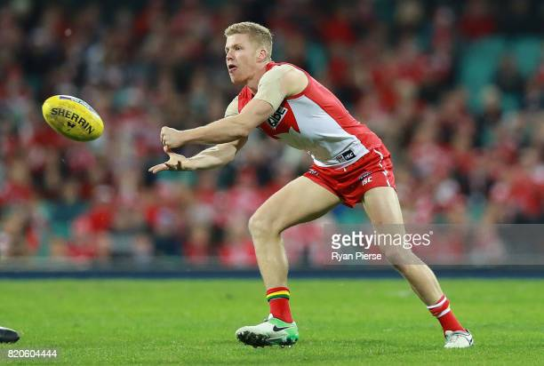 Dan Hannebery of the Swans handballs during the round 18 AFL match between the Sydney Swans and the St Kilda Saints at Sydney Cricket Ground on July...