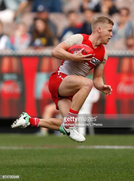 Dan Hannebery of the Swans in action during the 2017 AFL round 06 match between the Carlton Blues and the Sydney Swans at the Melbourne Cricket...
