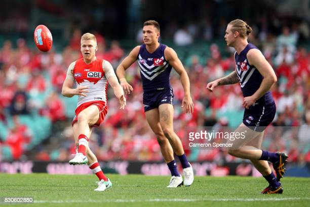 Dan Hannebery of the Swans kicks during the round 21 AFL match between the Sydney Swans and the Fremantle Dockers at Sydney Cricket Ground on August...