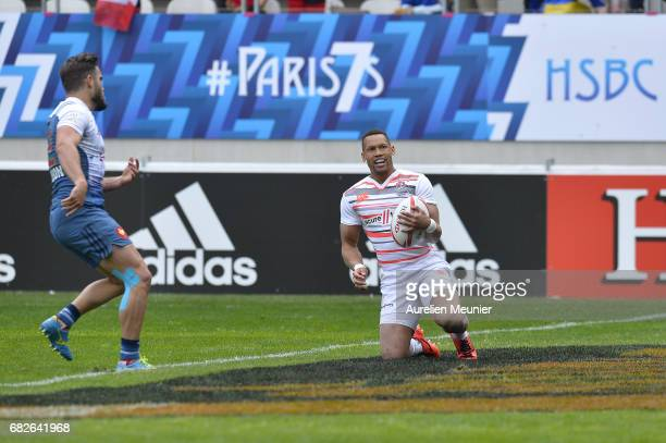 Dan Norton of England scores a try during the HSBC rugby sevens match between France and England on May 13 2017 in Paris France