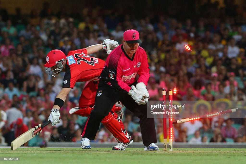 Dan Smith of the Sixers attempts to run out Peter Nevill of the Renegades during the Big Bash League match between the Sydney Sixers and the Melbourne Renegades at SCG on January 9, 2013 in Sydney, Australia.