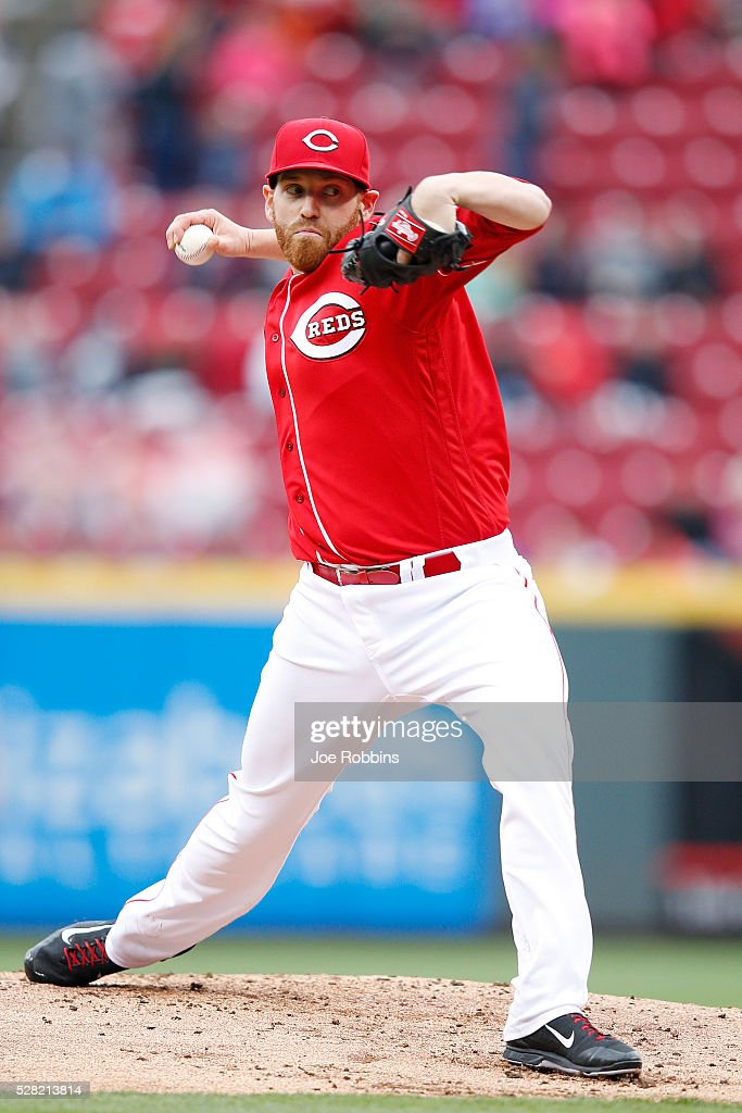 <a gi-track='captionPersonalityLinkClicked' href=/galleries/search?phrase=Dan+Straily&family=editorial&specificpeople=9615114 ng-click='$event.stopPropagation()'>Dan Straily</a> #58 of the Cincinnati Reds pitches against the San Francisco Giants in the second inning of the game at Great American Ball Park on May 4, 2016 in Cincinnati, Ohio.