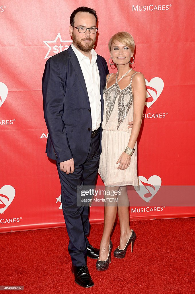 <a gi-track='captionPersonalityLinkClicked' href=/galleries/search?phrase=Dana+Brunetti&family=editorial&specificpeople=566513 ng-click='$event.stopPropagation()'>Dana Brunetti</a> (L) and actress <a gi-track='captionPersonalityLinkClicked' href=/galleries/search?phrase=Kristin+Chenoweth&family=editorial&specificpeople=207096 ng-click='$event.stopPropagation()'>Kristin Chenoweth</a> attend The 2014 MusiCares Person Of The Year Gala Honoring Carole King at Los Angeles Convention Center on January 24, 2014 in Los Angeles, California.
