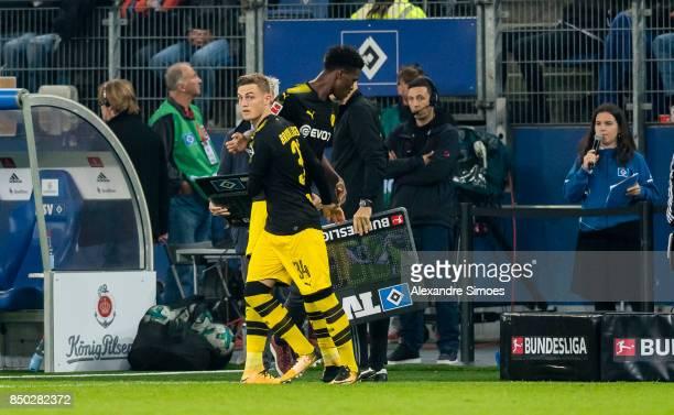 DanAxel Zagadou of Borussia Dortmund gets substituted for Jacob Bruun Larsen during the Bundesliga match between Hamburger SV and Borussia Dortmund...