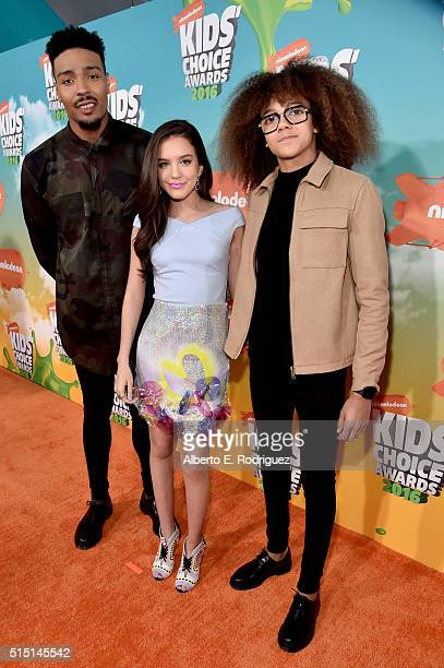 Dancer Jordan Banjo actress Lilimar and dancer Perri Kiely attend Nickelodeon's 2016 Kids' Choice Awards at The Forum on March 12 2016 in Inglewood...