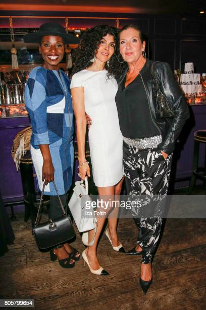 Dancer Nikeata Thompson Janine Canan White and German actress Katy Karrenbauer during the host of Annabelle Mandengs Ladies Dinner at Hotel Zoo on...