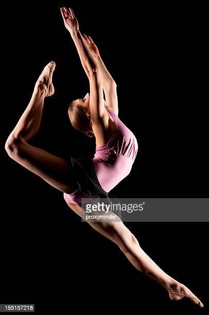 Tänzer auf schwarzem Hintergrund