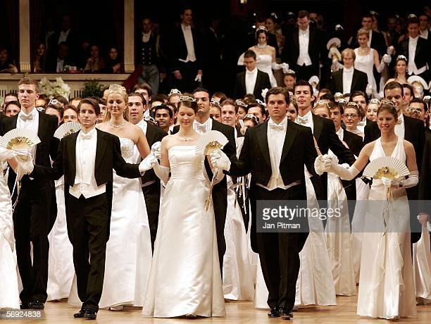 Dancers attend the annual 'Vienna Opera Ball' at the Vienna State Opera on February 23 2006 in Vienna Austria This major European ball has been...