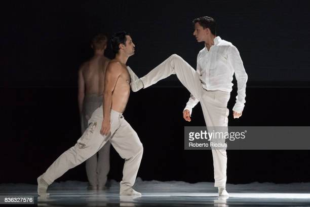 Dancers Ceasar Faria Fernandes and Roger Van der Poel of Netherland Dans Theatre perform on stage 'StopMotion' by choreographers Sol Leon and Paul...