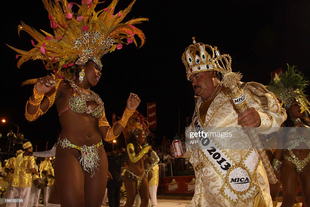 A dancers from San Clemente samba school in Rio de Janeiro, Brazil dances with the King of the Carnival at the carnival in Encarncion, 375 km south of Asuncion on January 18, 2013.