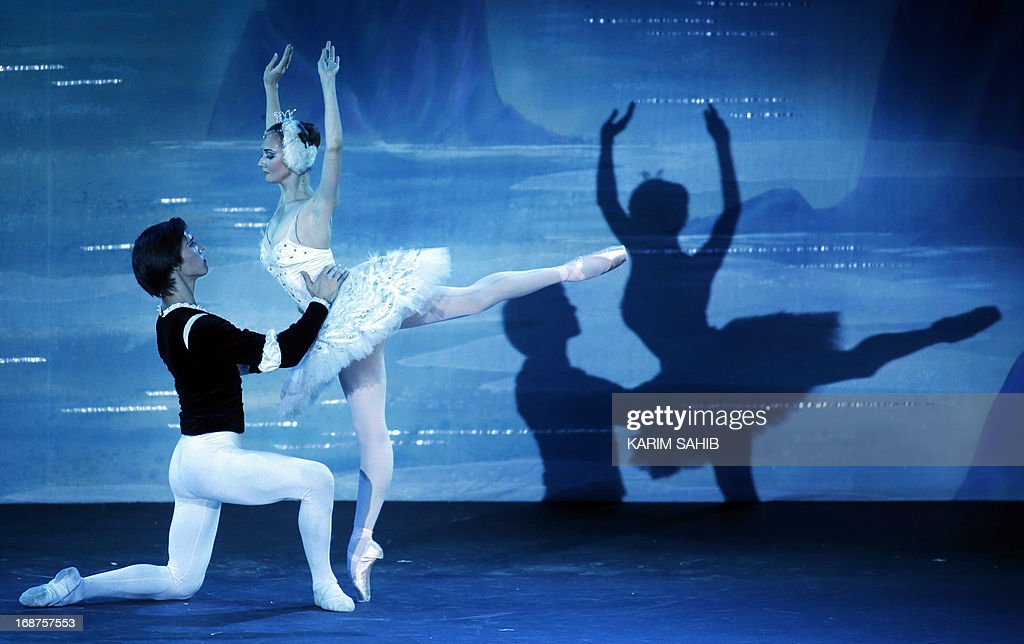 Dancers from the Moscow Royal Ballet perform Pyotr Ilyich Tchaikovsky's 'Swan Lake' at a theater in the World Trade Center in Dubai, on May 14, 2012, on the last evening of four performance. AFP PHOTO/KARIM SAHIB