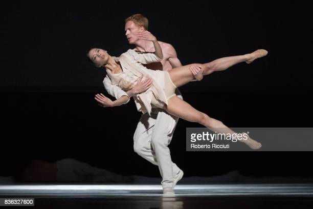Dancers Marne van Opstal and MengeKe Wu of Netherland Dans Theatre perform on stage 'StopMotion' by choreographers Sol Leon and Paul Lightfoot during...