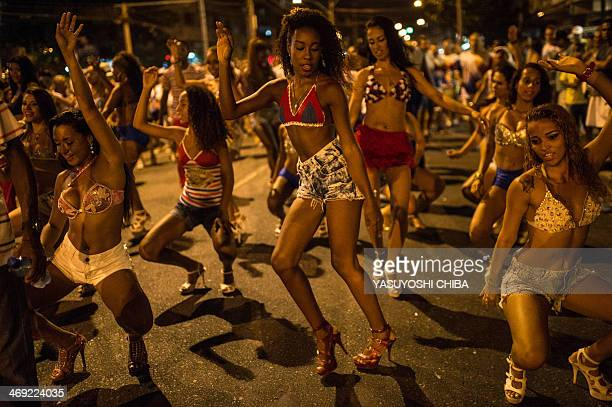Dancers of Uniao da Ilha do Governador samba school perform during their rehearsal on a street of Rio de Janeiro Brazil on Februrary 12 2014 Rio's...