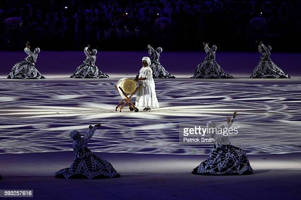Dancers perform at the 'Lace Making' segment during the Closing Ceremony on Day 16 of the Rio 2016 Olympic Games at Maracana Stadium on August 21...