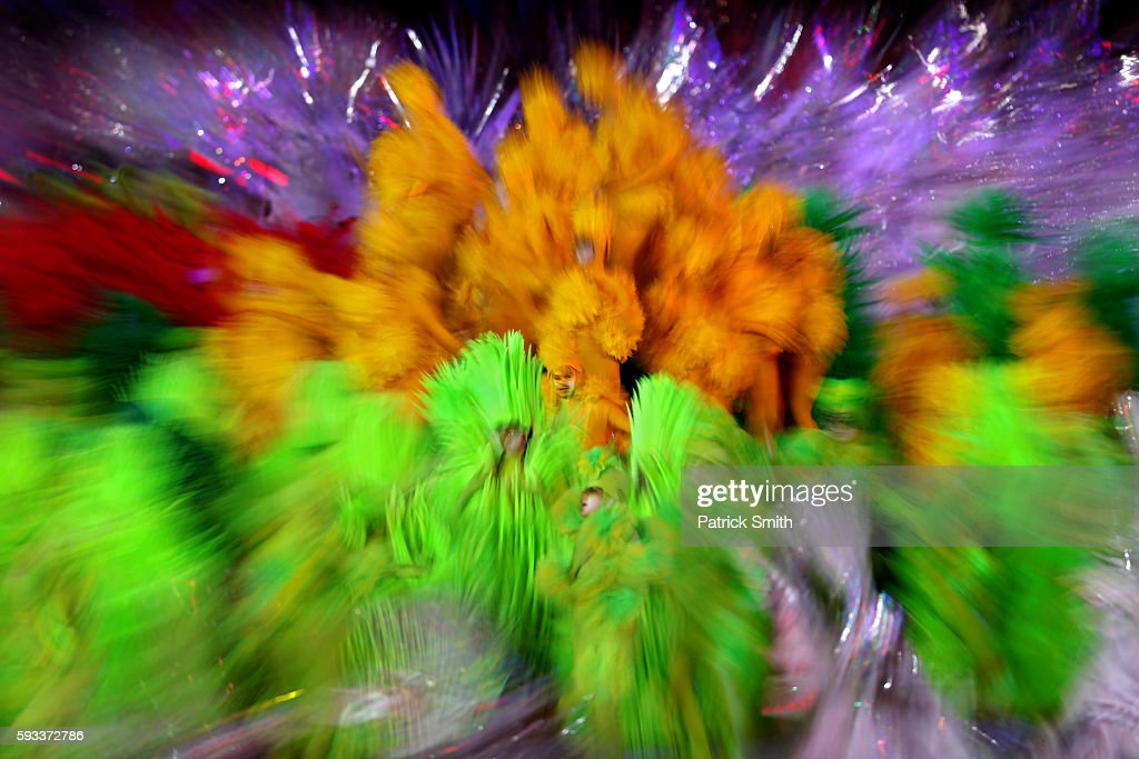 Dancers perform in the 'Cidade Maravilhosa' segment during the Closing Ceremony on Day 16 of the Rio 2016 Olympic Games at Maracana Stadium on August 21, 2016 in Rio de Janeiro, Brazil.
