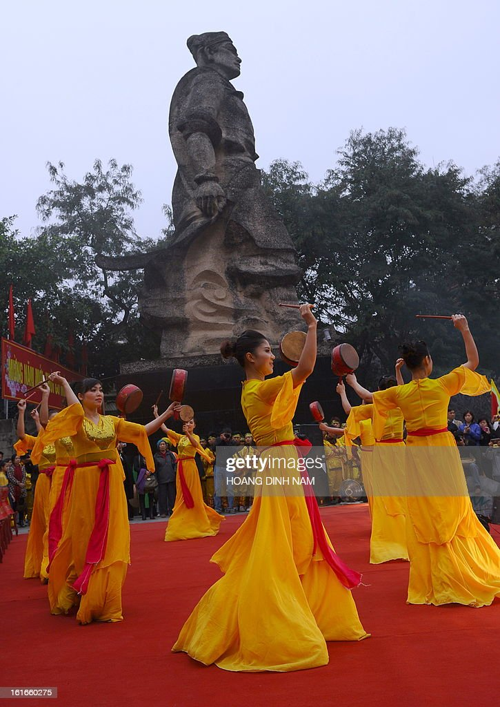 Dancers perform with drums next during a ceremony to mark the 224th anniversary of Vietnam's Dong Da victory over Chinese invading troops in the spring of 1789 at the site of the historical battlefield in Hanoi on February 14, 2013. AFP PHOTO/HOANG DINH Nam