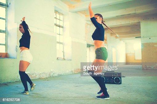 Chicas bailando : Foto de stock