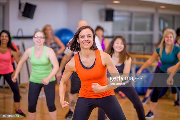 Clase de Zumba Fitness bailando