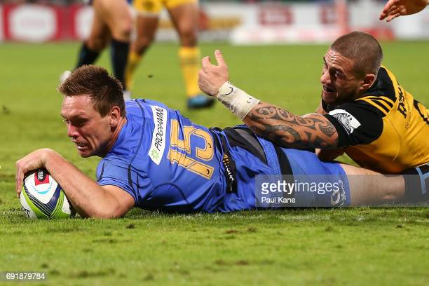 Dane HaylettPetty of the Force crosses the line for a try against TJ Perenara of the Hurricanes during the round 15 Super Rugby match between the...