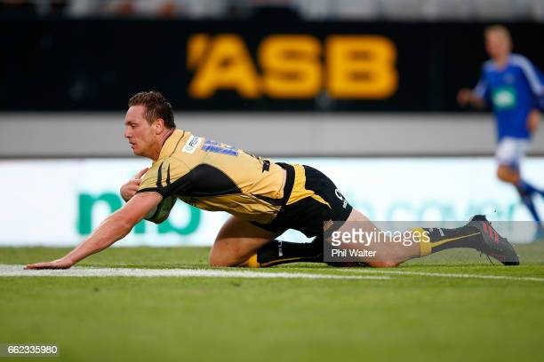 Dane HaylettPetty of the Western Force scores a try during the round six Super Rugby match between the Blues and the Force at Eden Park on April 1...