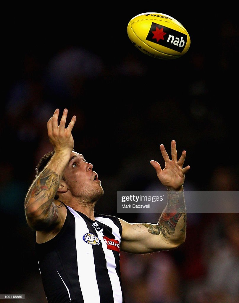Dane Swan of the Magpies juggles a mark during the NAB Cup Quarter Final match between the Collingwood Magpies and the Sydney Swans at Etihad Stadium on February 25, 2011 in Melbourne, Australia.