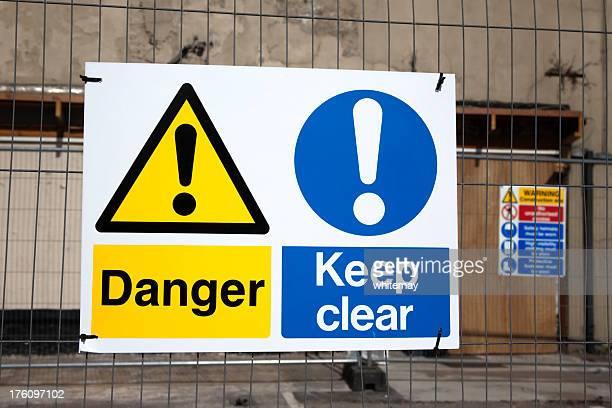 Panneaux de Danger et d'avertissement sur un chantier