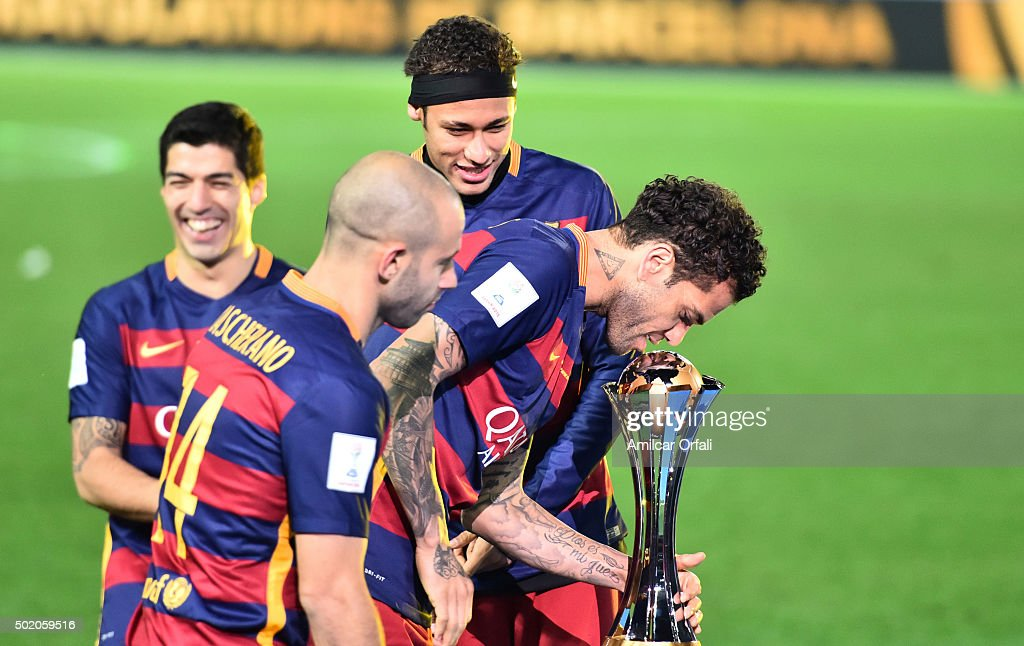 <a gi-track='captionPersonalityLinkClicked' href=/galleries/search?phrase=Dani+Alves&family=editorial&specificpeople=2191863 ng-click='$event.stopPropagation()'>Dani Alves</a> of Barcelona kisses the trophy after winning the FIFA Club World Cup final match between River Plate and FC Barcelona at International Stadium Yokohama on December 20, 2015 in Yokohama, Japan.