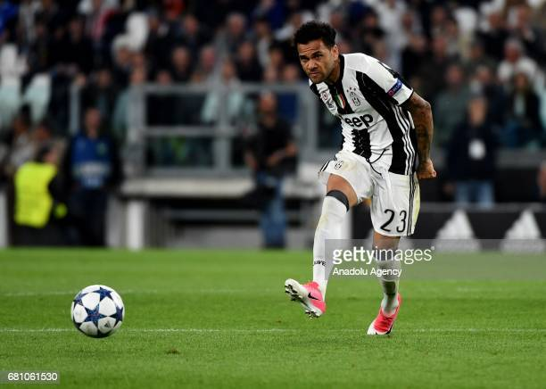 Dani Alves of Juventus FC in action during the UEFA Champions League semi final second leg match between Juventus and AS Monaco at Juventus Stadium...