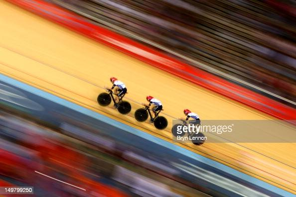 Dani King Laura Trott Joanna Rowsell of Great Britain in action during the Women's Team Pursuit Track Cycling First Round heat against Canada on Day...