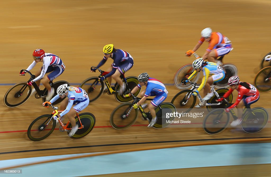 <a gi-track='captionPersonalityLinkClicked' href=/galleries/search?phrase=Dani+King+-+Cyclist&family=editorial&specificpeople=7505449 ng-click='$event.stopPropagation()'>Dani King</a> (TOP L) of Great Britain and Alzbeta Pavlendova (L) of Slovakia lead the field during the women's scratch race final during day three of the UCI Track World Championships at Minsk Arena on February 22, 2013 in Minsk, Belarus.