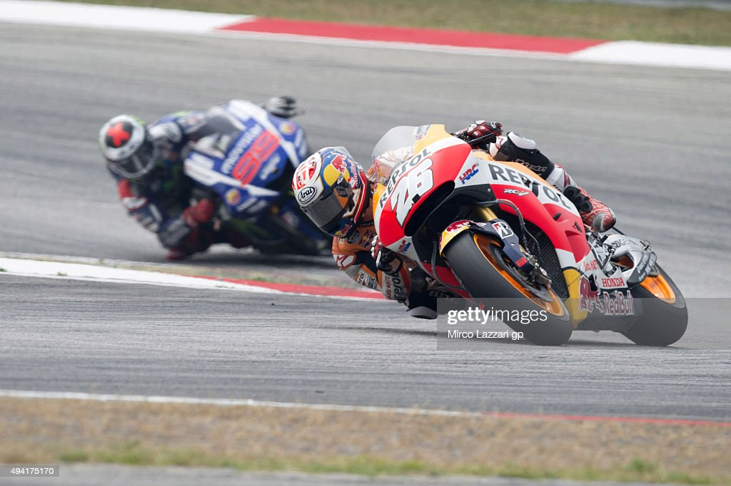 Dani Pedrosa of Spain and Repsol Honda Team leads <a gi-track='captionPersonalityLinkClicked' href=/galleries/search?phrase=Jorge+Lorenzo&family=editorial&specificpeople=543869 ng-click='$event.stopPropagation()'>Jorge Lorenzo</a> of Spain and Movistar Yamaha MotoGP during the MotoGP race during the MotoGP Of Malaysia at Sepang Circuit on October 25, 2015 in Kuala Lumpur, Malaysia.