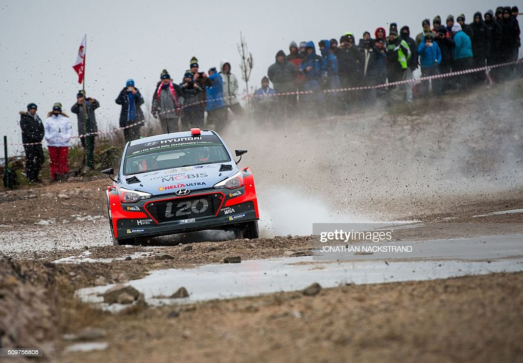 Dani Sordo of Spain and his co-driver Marc Marti steer their Hyundai i20 WRC during the 2nd stage of the Rally Sweden, second round of the FIA World Rally Championship on February 12, 2016 in Torsby, Sweden. / AFP / JONATHAN NACKSTRAND