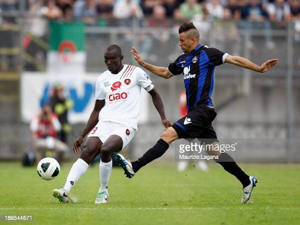 Daniel Adejo of Reggina competes for the ball with Abdelkader Ghezzal of Latina during the Serie B match between US Latina and Reggina Calcio at...