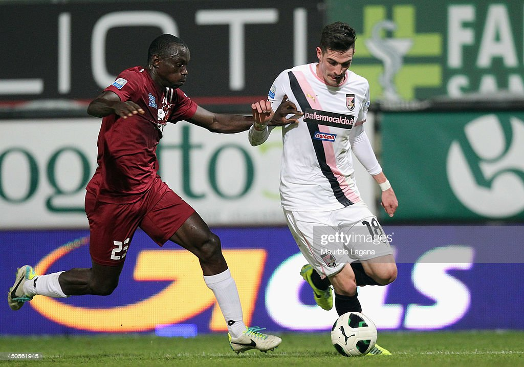 Daniel Adejo (L) of Reggina competes for the ball with <a gi-track='captionPersonalityLinkClicked' href=/galleries/search?phrase=Kyle+Lafferty&family=editorial&specificpeople=1003594 ng-click='$event.stopPropagation()'>Kyle Lafferty</a> of Palermo during the Serie B match between Reggina Calcio and US Citta di Palermo at Stadio Oreste Granillo on November 16, 2013 in Reggio Calabria, Italy.