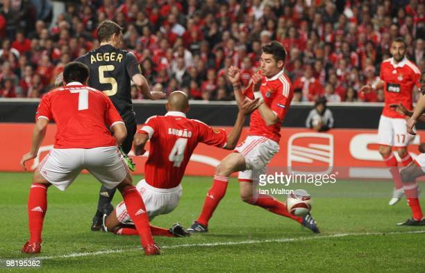 Daniel Agger of Liverpool scores the first goal during the UEFA Europa League quarterfinal first leg match between Benfica and Liverpool at Estadio...
