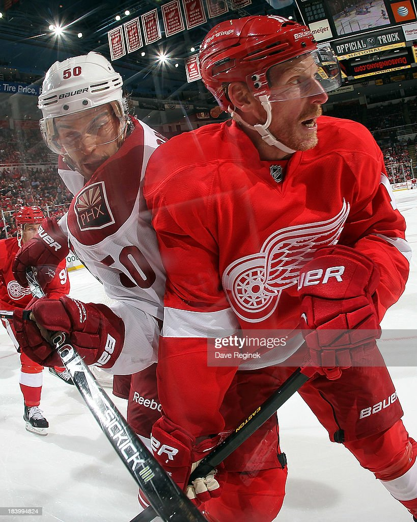 <a gi-track='captionPersonalityLinkClicked' href=/galleries/search?phrase=Daniel+Alfredsson&family=editorial&specificpeople=201853 ng-click='$event.stopPropagation()'>Daniel Alfredsson</a> #11 of the Detroit Red Wings battles along the boards with <a gi-track='captionPersonalityLinkClicked' href=/galleries/search?phrase=Antoine+Vermette&family=editorial&specificpeople=206302 ng-click='$event.stopPropagation()'>Antoine Vermette</a> #50 of the Phoenix Coyotes during a NHL game at Joe Louis Arena on October 10, 2013 in Detroit, Michigan. The Coyotes won 4-2