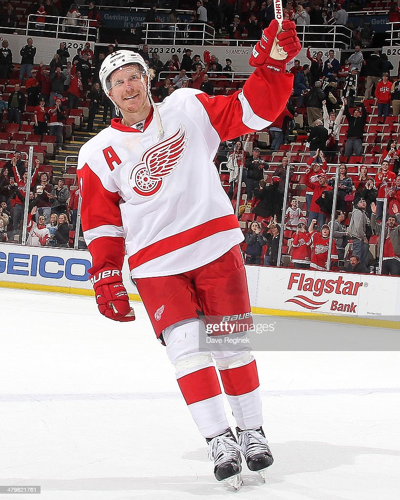 Daniel Alfredsson #11 of the Detroit Red Wings salutes the crowd after being named the first star of the NHL game against the Pittsburgh Penguins on March 20, 2014 at Joe Louis Arena in Detroit, Michigan. Detroit defeated Pittsburgh 5-4 in OT.