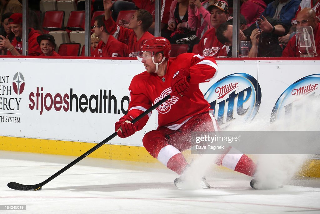 <a gi-track='captionPersonalityLinkClicked' href=/galleries/search?phrase=Daniel+Alfredsson&family=editorial&specificpeople=201853 ng-click='$event.stopPropagation()'>Daniel Alfredsson</a> #11 of the Detroit Red Wings stops with the puck during a NHL game against the Philadelphia Flyers at Joe Louis Arena on October 12, 2013 in Detroit, Michigan. Detroit defeated Philadelphia 5-2.