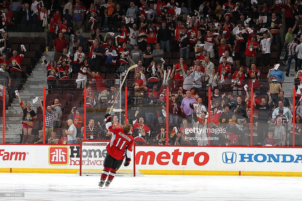 Daniel Alfredsson of the Ottawa Senators salutes the crowd after being named second star of the game against the Montreal Canadiens in Game Four of...
